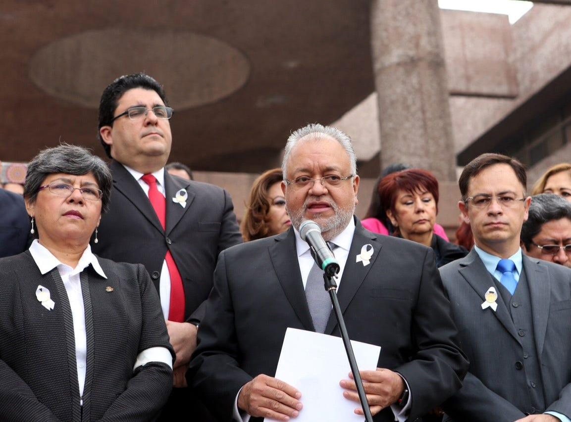 AMLO y jueces discrepan por salarios en México