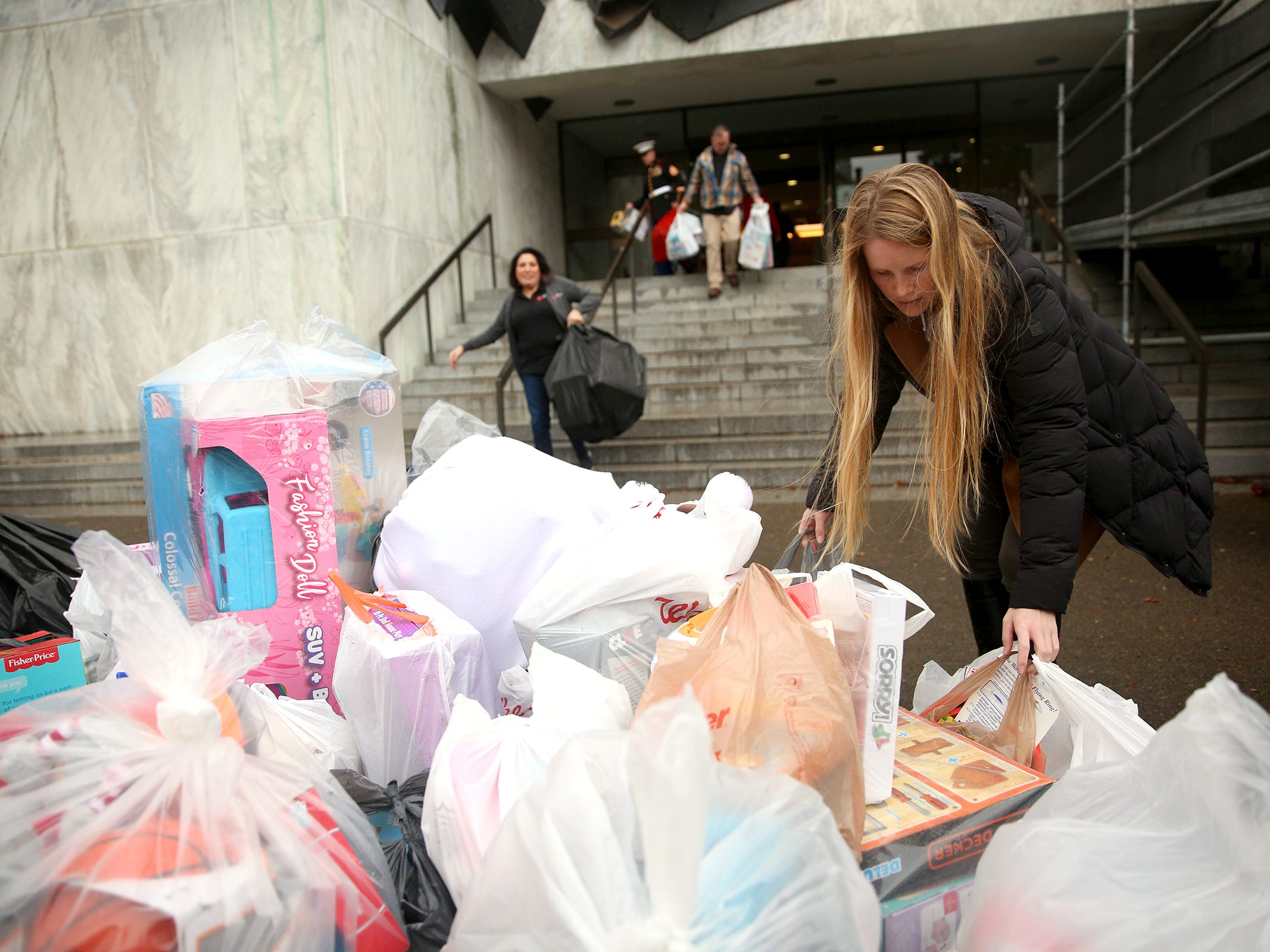 Oregon state employees donate hundreds of toys to Toys for Tots