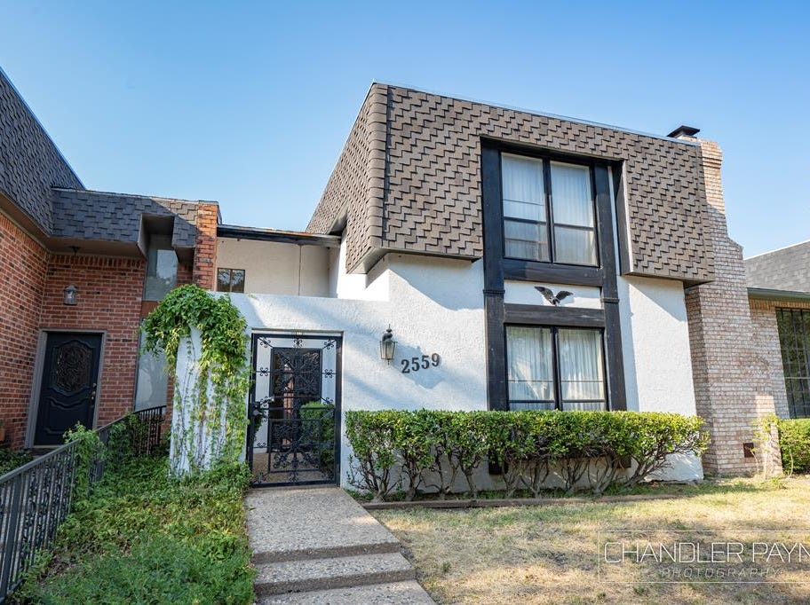 This townhome at 2559 Lindenwood Drive was built in 1977. It was priced at $219,900 on Dec. 11, 2018.
