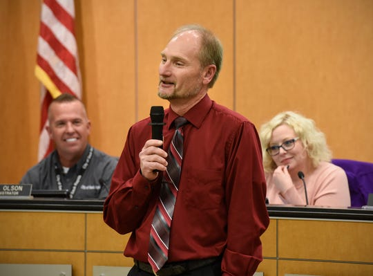 Steve Heinen talks about his time as a City Council member Monday, Dec. 10, during the Sauk Rapids council meeting.