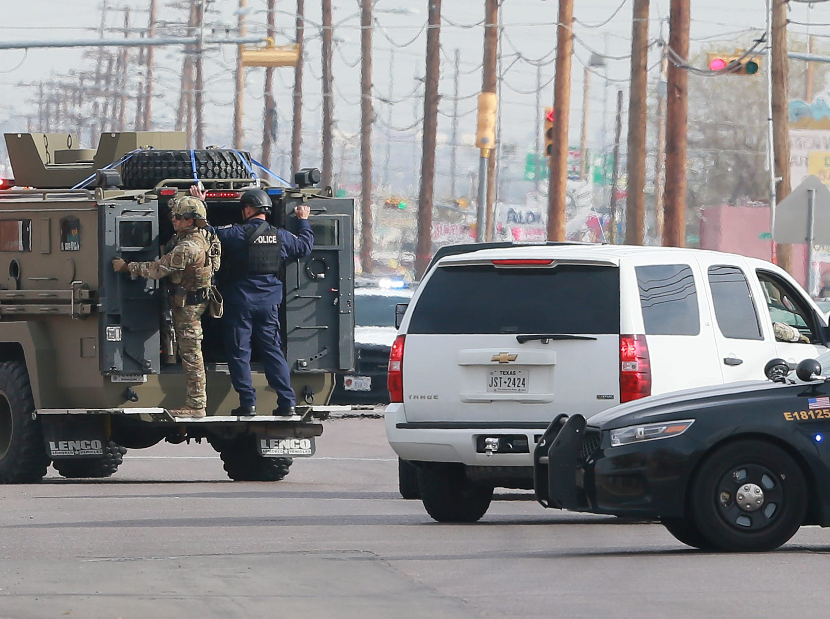 El Paso police officer shot during chase of suspicious man