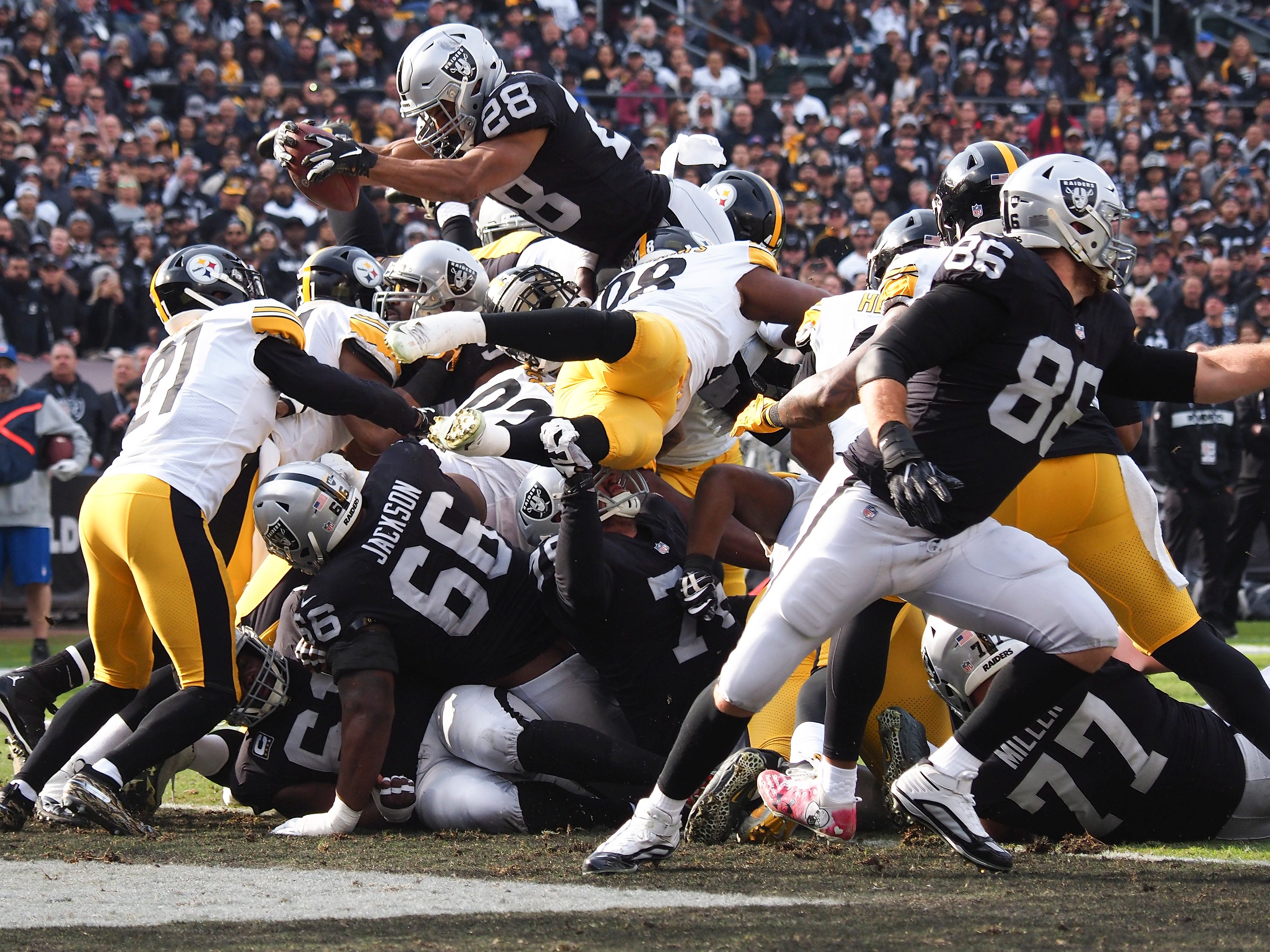 Week 14: Oakland Raiders running back Doug Martin scores a touchdown against the Pittsburgh Steelers during the first quarter at Oakland Coliseum. The Raiders won the game, 24-21.