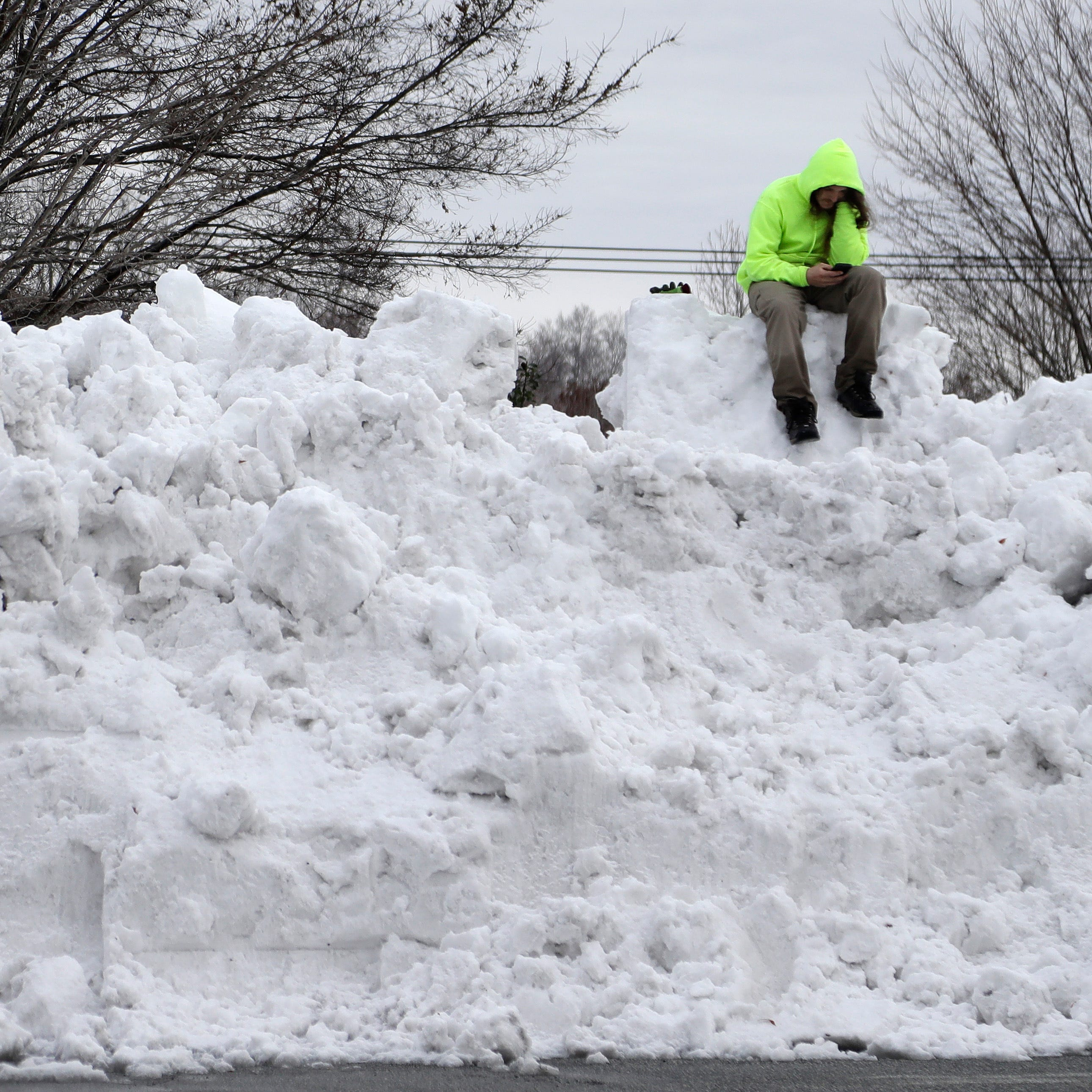 South digs out from record-breaking snowstorm, endures bitter cold