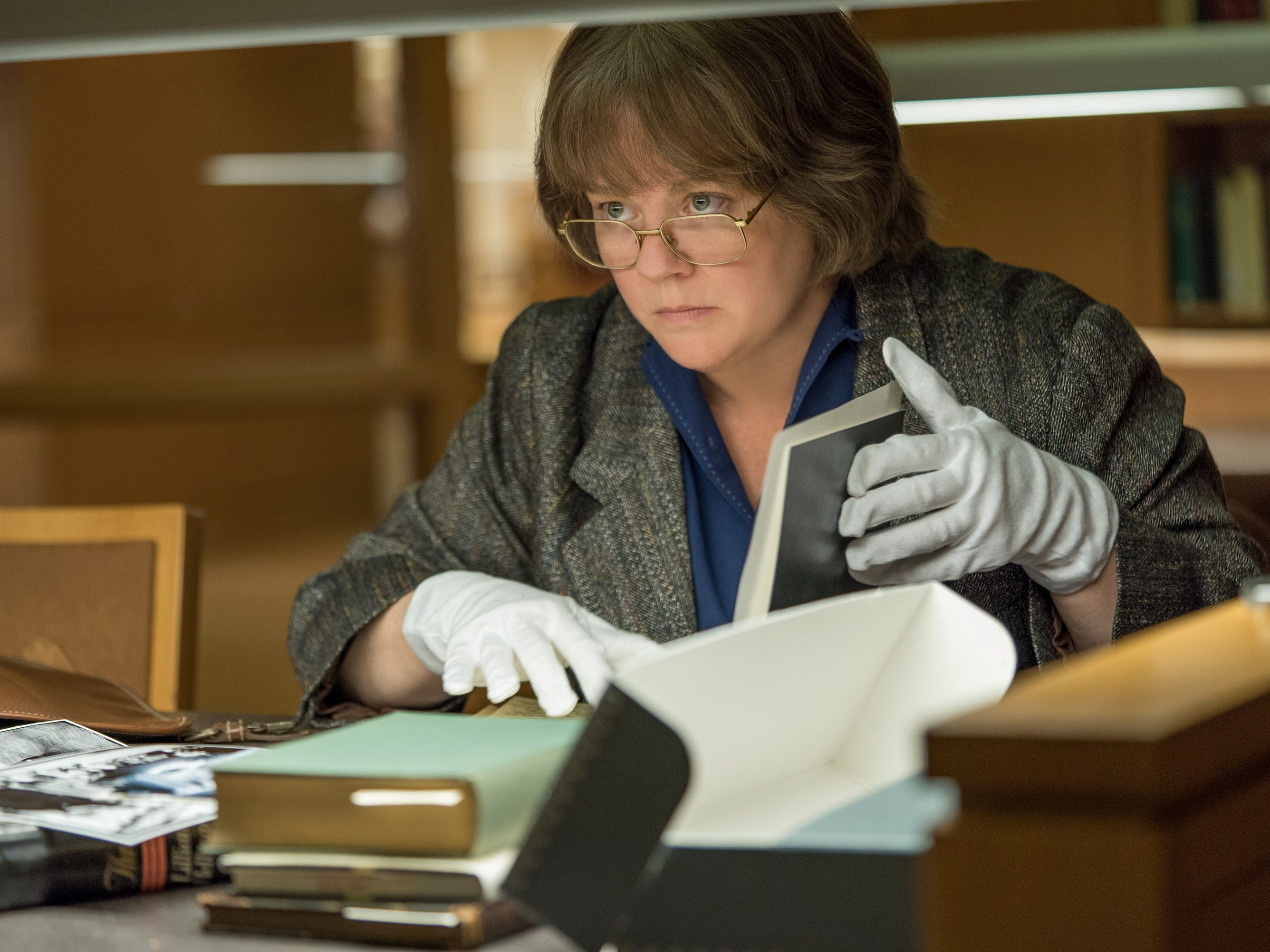 Melissa McCarthy in the film CAN YOU EVER FORGIVE ME? Photo by Mary Cybulski. © 2017 Twentieth Century Fox Film Corporation All Rights Reserved [Via MerlinFTP Drop]