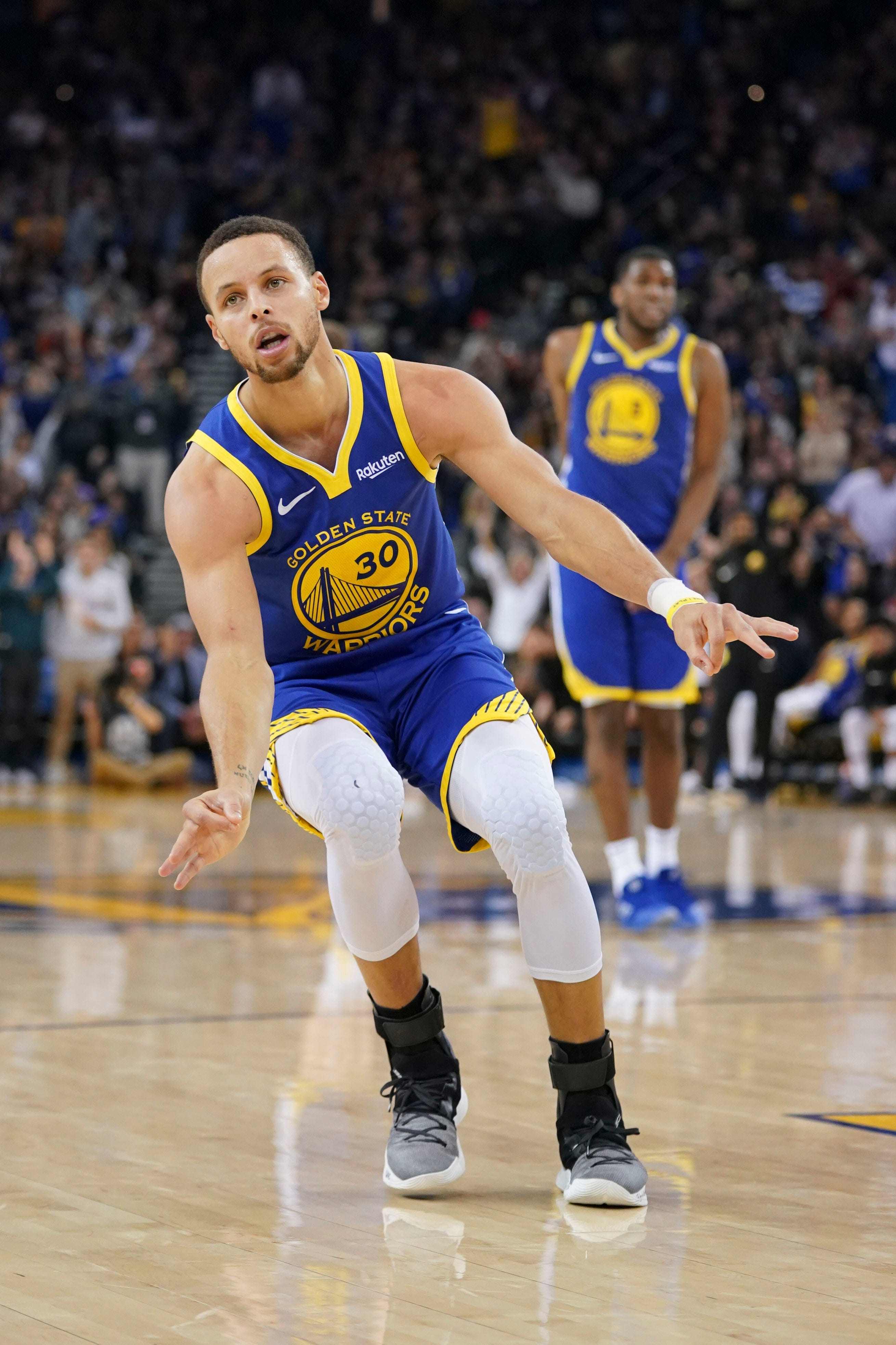 42d211ef2ba NASA invites Stephen Curry to facility after he doubts moon landings