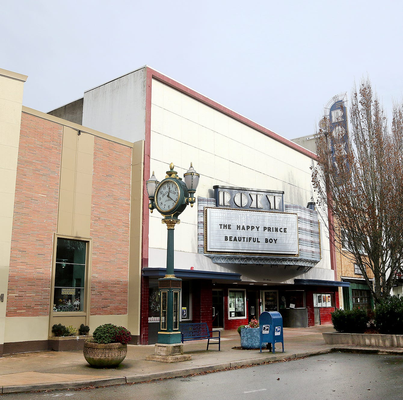 'Quincy Square': Bremerton seeks Quincy Jones' approval for public square
