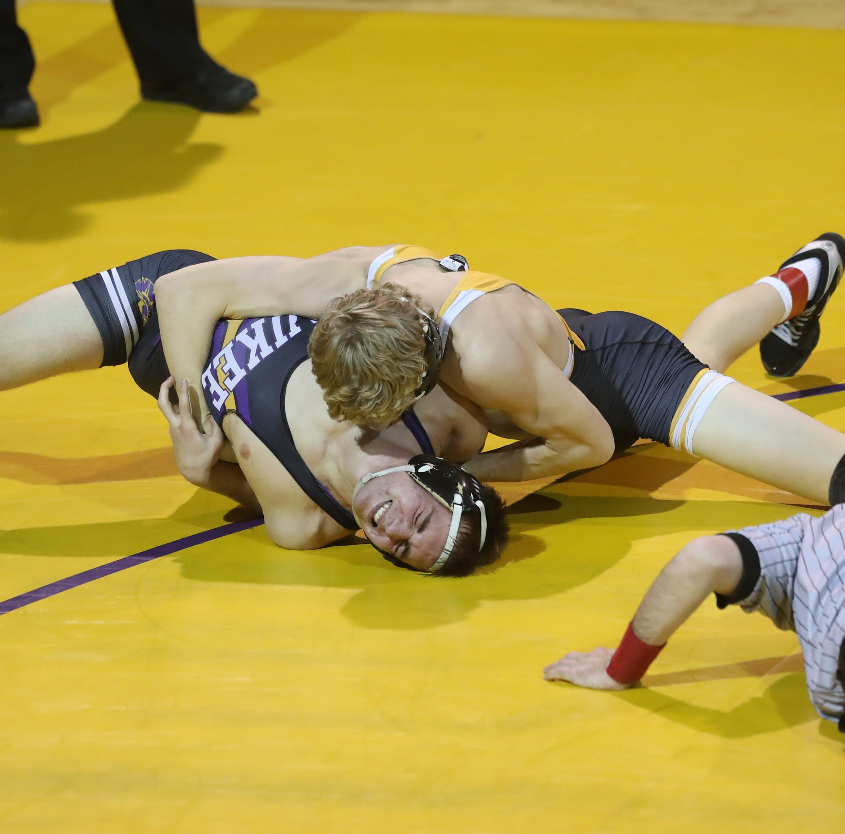 Southeast Polk thumps Waukee in Class 3A wrestling battle