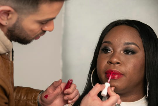 Celebrity make-up artist and native Detroiter Allan Aponte visits the Detroit Free Press studios to demonstrate some red carpet makeup tips Wednesday, Dec. 12, 2018. Aponte puts a lip on Detroit Free Press reporter Aleanna Siacon.