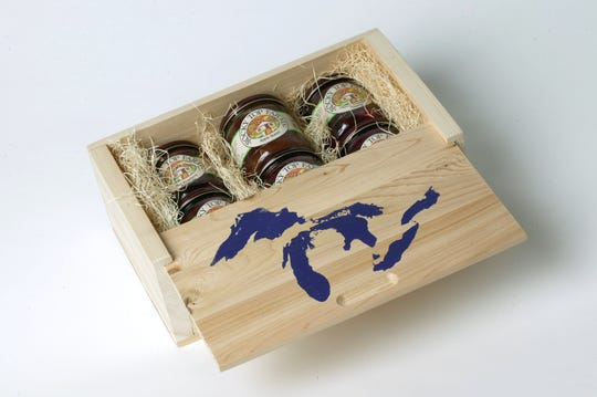 A six-pack of treats in a wooden gift box from Rocky Top Farms.