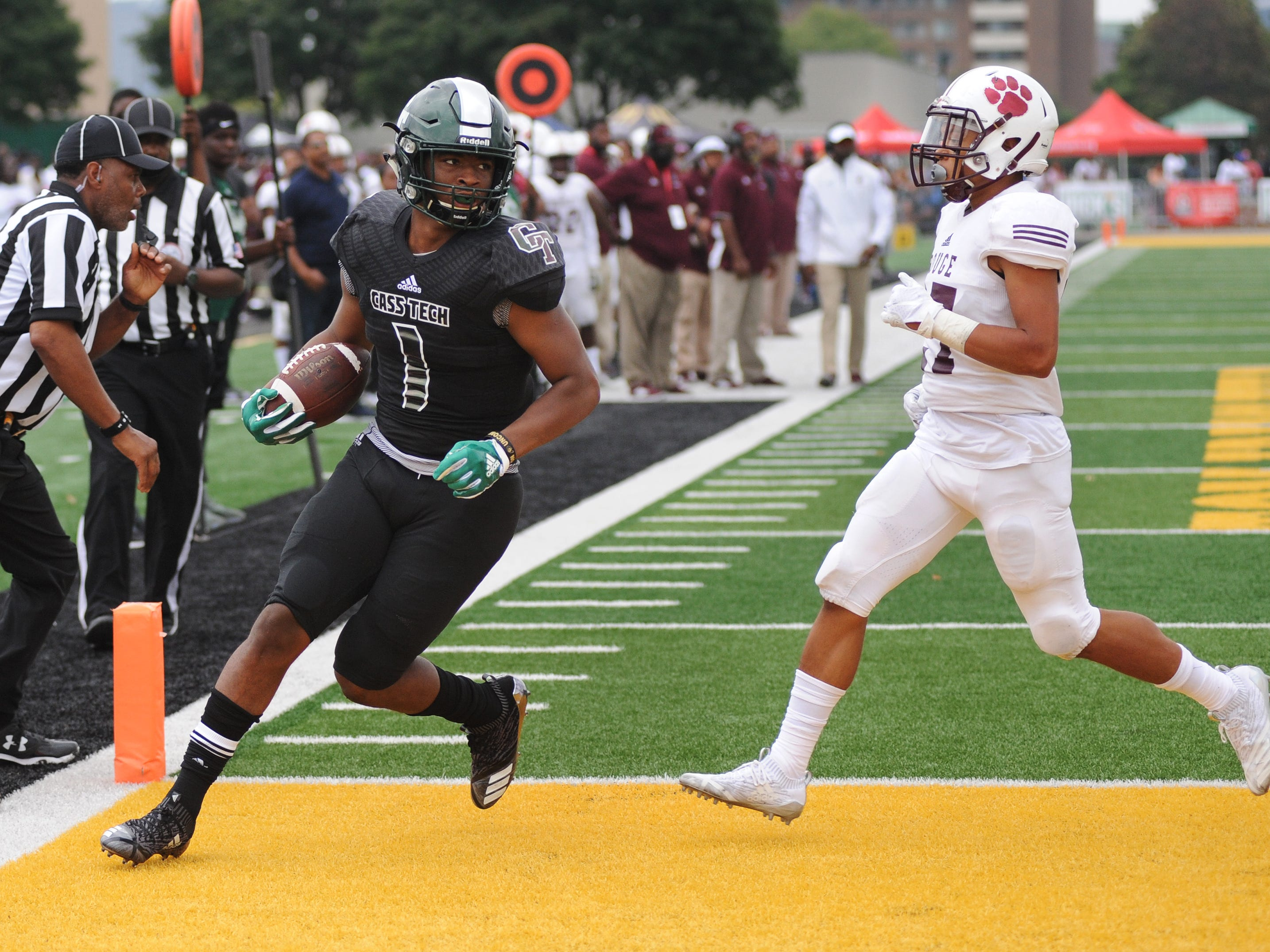 """8. Jaren Mangham, Detroit Cass Tech (Colorado, early enroll) — RB/6-1/214: Mangham was a threat to break a long run every time he touched the ball, piling up 1,098 yards (89 carries) and 26 touchdowns to help Cass Tech to a PSL championship. """"He has great hands, catches the ball very well and is a powerful runner that makes leaps over players from five yards out for touchdowns,"""" coach Thomas Wilcher said."""