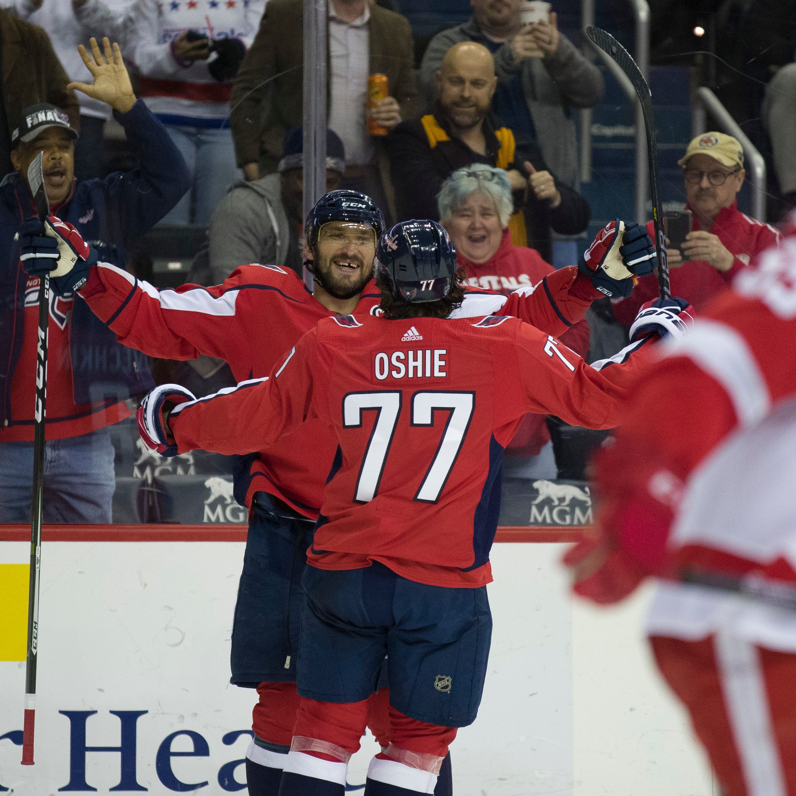 Ovechkin, Capitals chase Bernier, overwhelm Red Wings