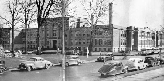 The former Ross High School and Fremont Middle School, 1940s, seen from in front of the courthouse. Built in 1909, the old Ross High School building was razed in 2012.