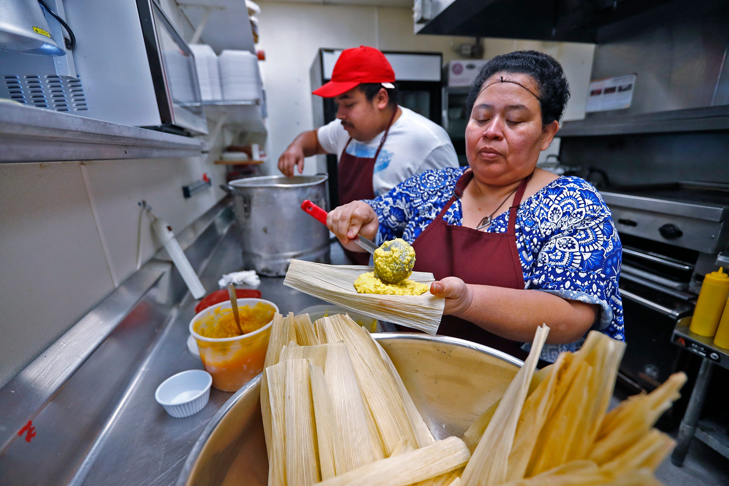 Latinos splitting in the kitchen