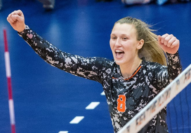 Robin Scholz/The News-GazetteIllinois Beth Prince (8) in an NCAA volleyball match at Huff Hall in Champaign on Saturday, Nov. 10, 2018.