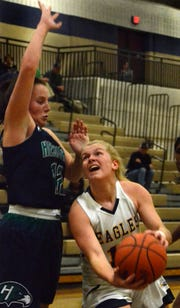 Hartland's Amanda Roach tries to drive past Mallory McCartney of Saginaw Heritage on Tuesday, Dec. 11, 2018.