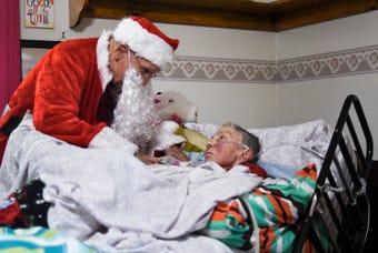 Ninety-year-old man brings Christmas to wife in nursing home