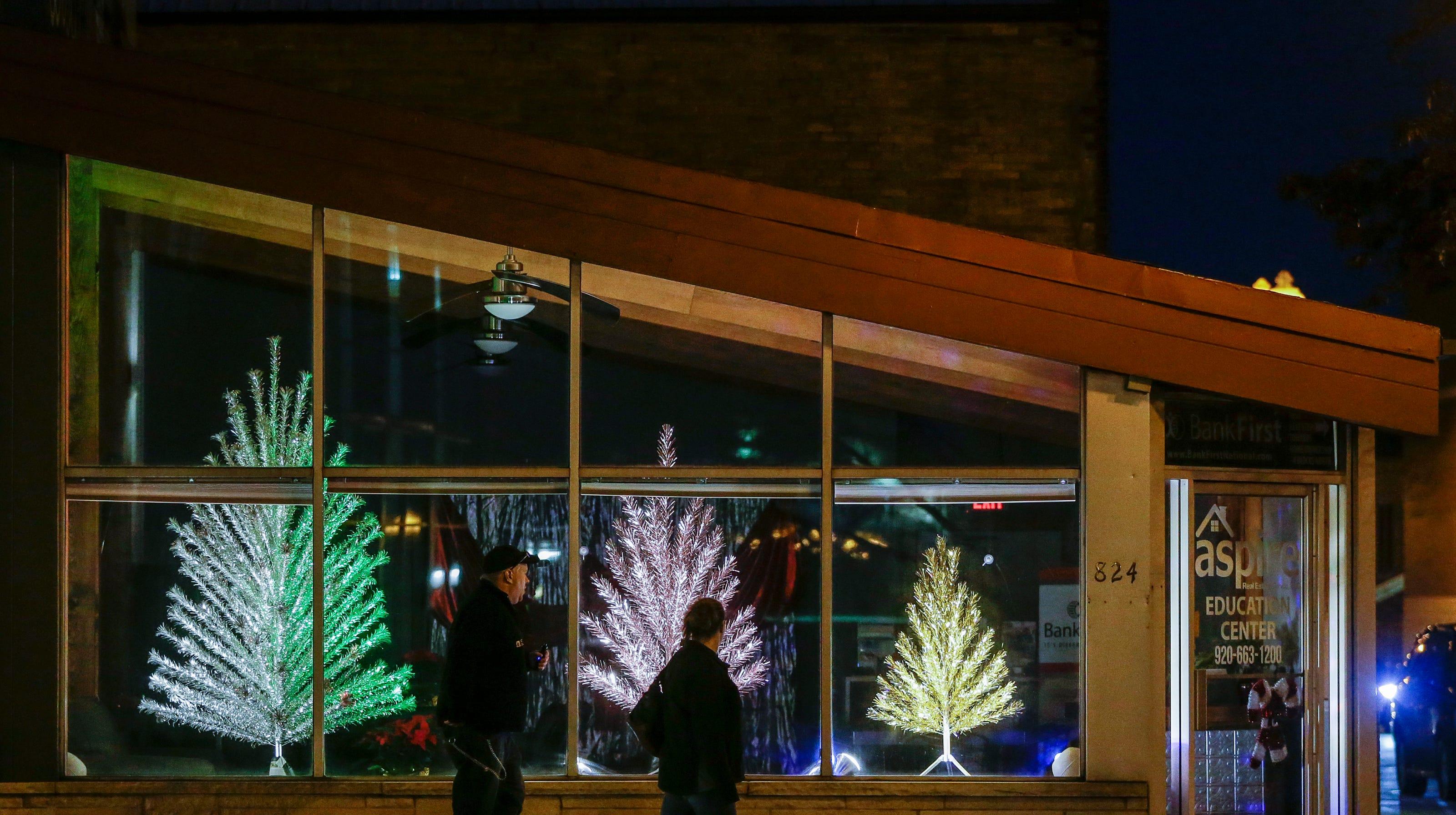 Manitowoc Evergleam aluminum Christmas trees continue in
