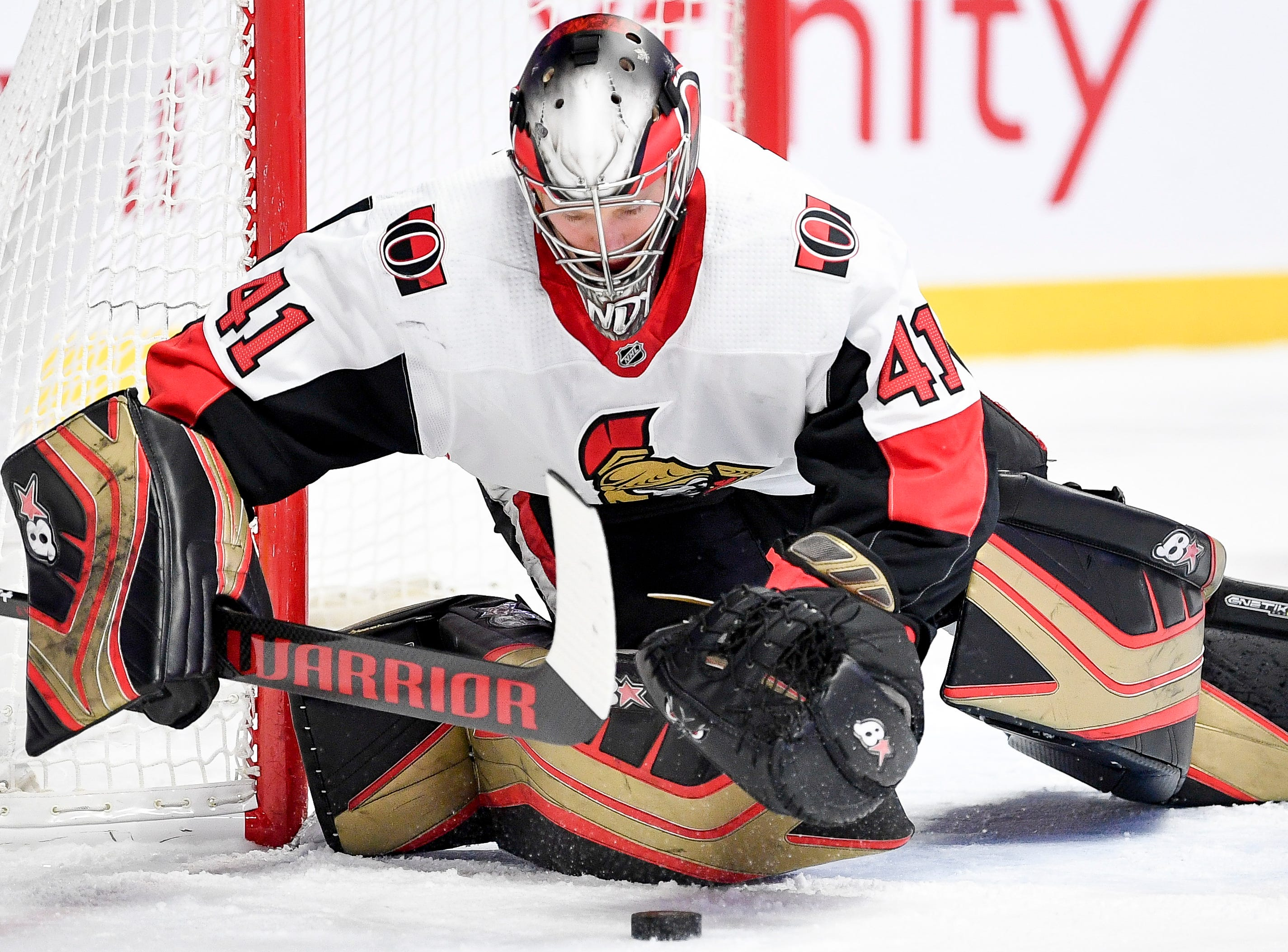 Ottawa Senators goaltender Craig Anderson (41) defends against the Nashville Predators during the first period at Bridgestone Arena in Nashville, Tenn., Tuesday, Dec. 11, 2018.
