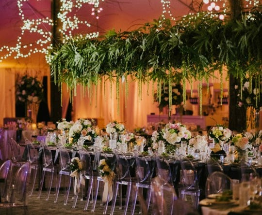 A table setting for an event planned by EventLux in Naples.