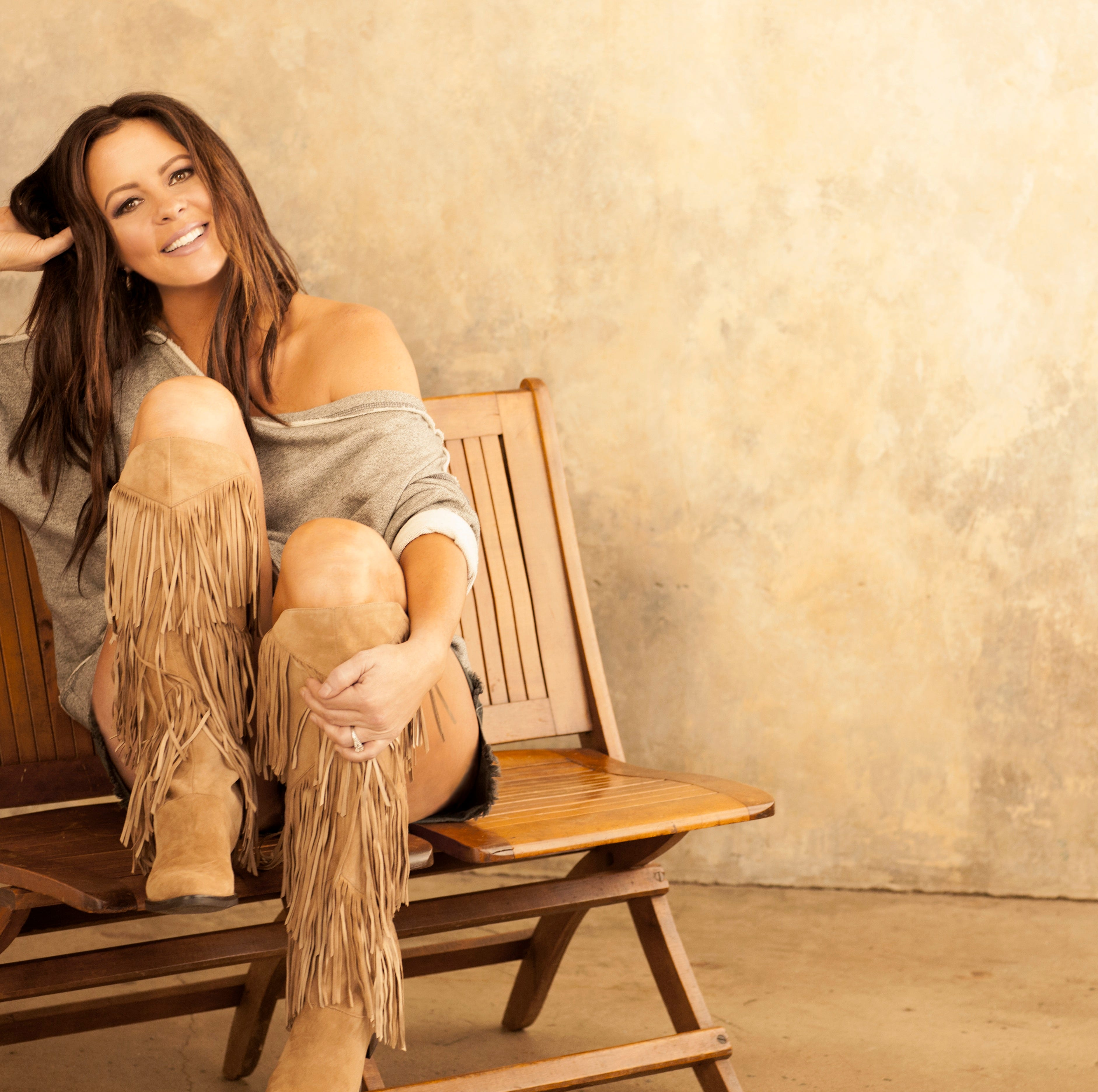 Country star Sara Evans brings 'At Christmas' tour to Pensacola Saenger Theatre