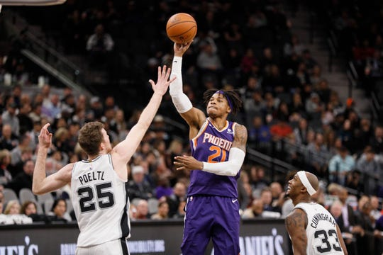 Dec 11, 2018; San Antonio, TX, USA; Phoenix Suns power forward Richaun Holmes (21) shoots the ball over San Antonio Spurs center Jakob Poeltl (25) during the second half at AT&T Center. Mandatory Credit: Soobum Im-USA TODAY Sports