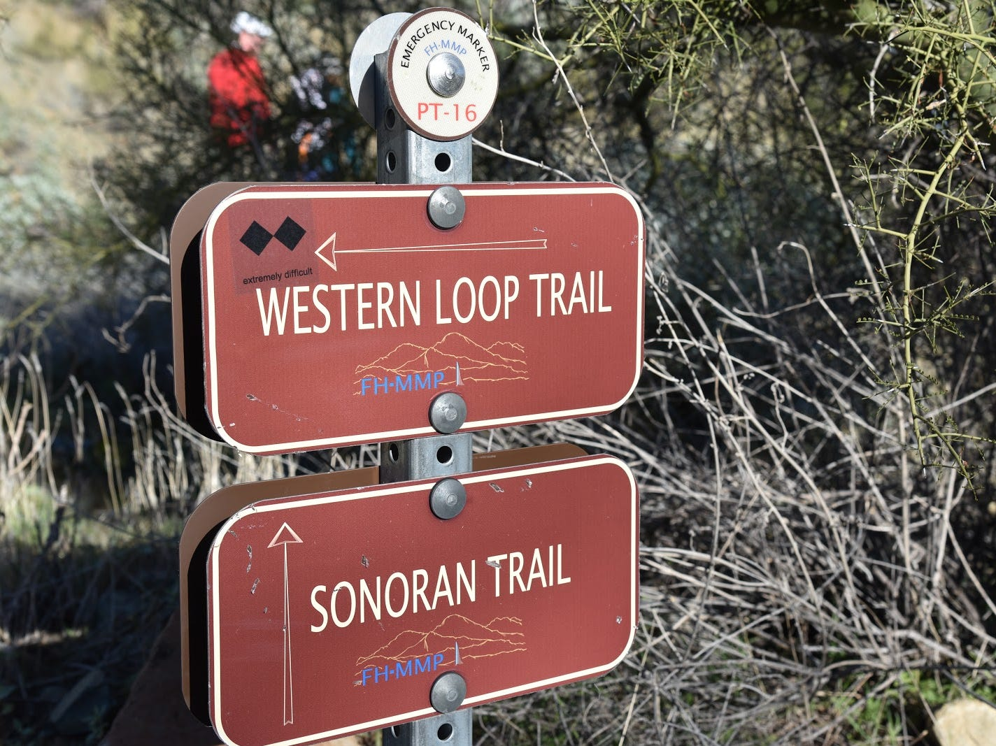 Excellent signage keeps hikers on track.