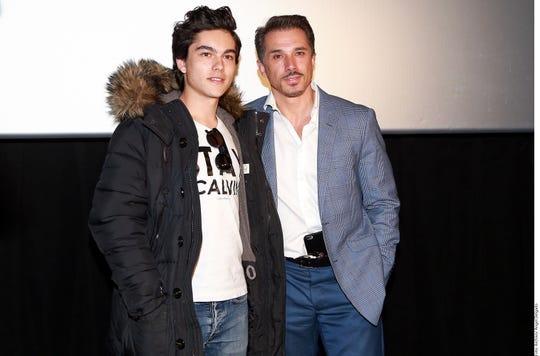Sergio Mayer Mori junto a su padre.