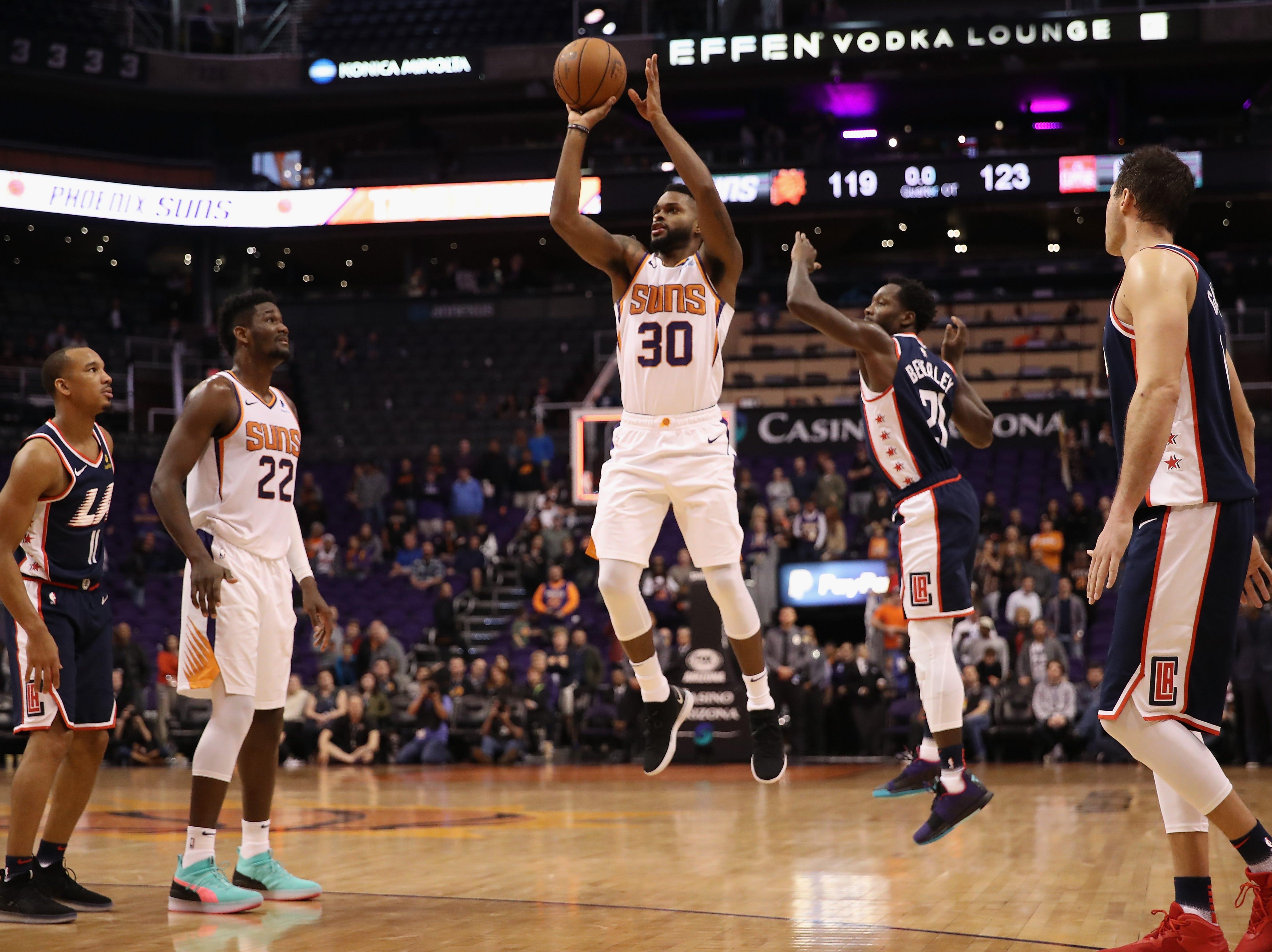 Acciones del partido entre los Phoenix Suns y Los Ángeles Clippers celebrado el 10 de diciembre, de 2018, en la Arena Talking Stick Resort en Phoenix, Arizona. Los Suns cayeron 119-123 en Tiempo Extra.