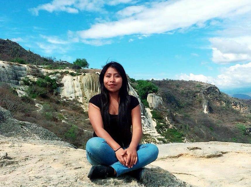 Dentro de las publicaciones en redes sociales Yalitza no pierde tiempo para presumir sitios de Oaxaca, como Hierve el Agua.