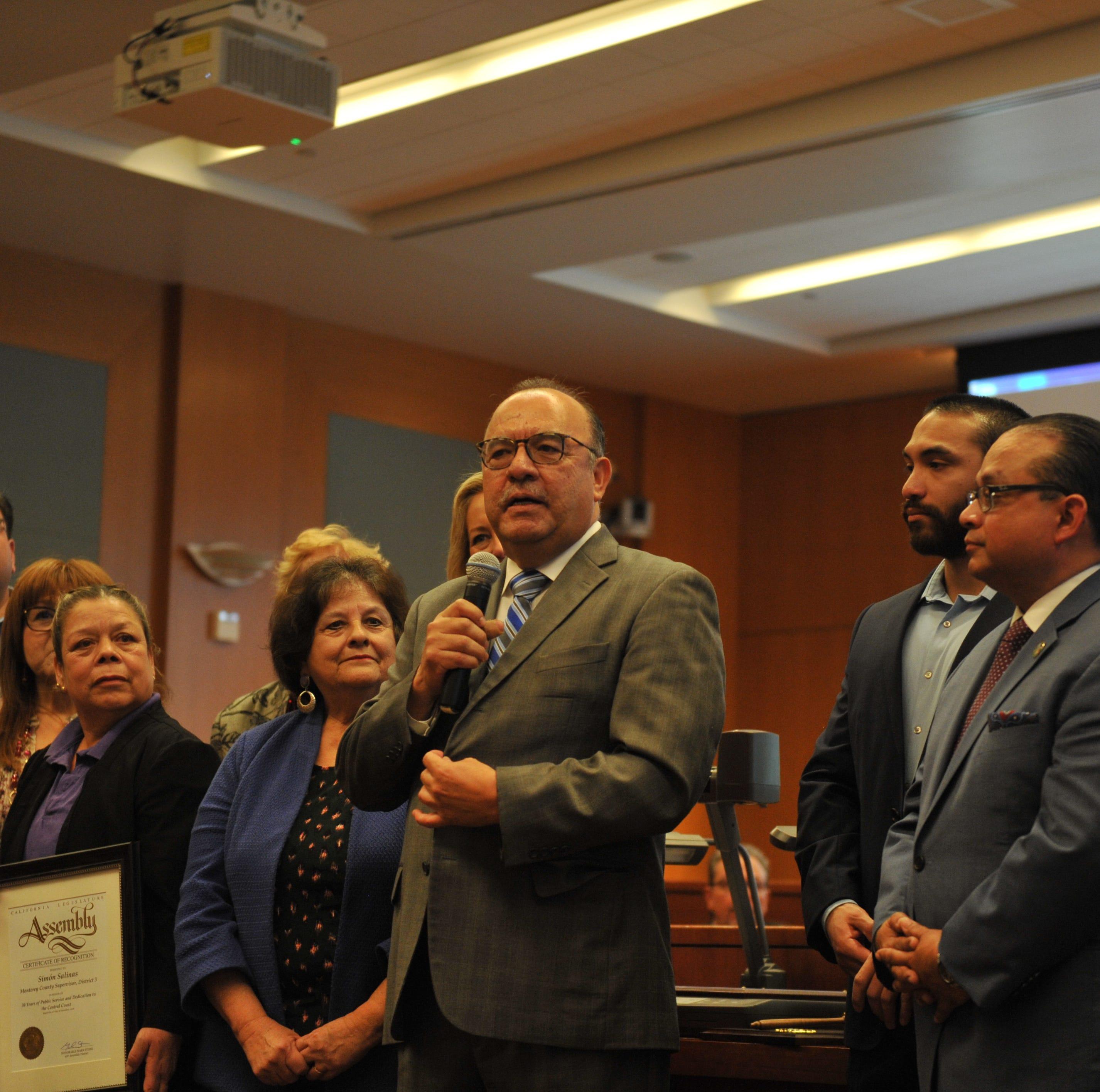Se retira el supervisor Salinas del consejo del condado
