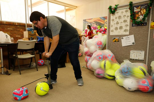 The office of state Sen. José Rodríguez received permission to provide gifts of soccer balls to the children being held at the Tornillo Detention Center. The senator's office received over 2,600 soccer balls donated by the public. On Wednesday, volunteers took on the task of inflating the balls.