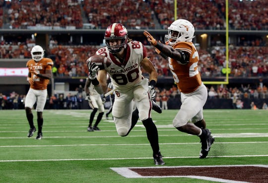 Dec. 1: Oklahoma Sooners tight end Grant Calcaterra (80) catches a touchdown pass while defended by Texas Longhorns defensive back B.J. Foster (25) in the fourth quarter in the Big 12 championship game at AT&T Stadium.