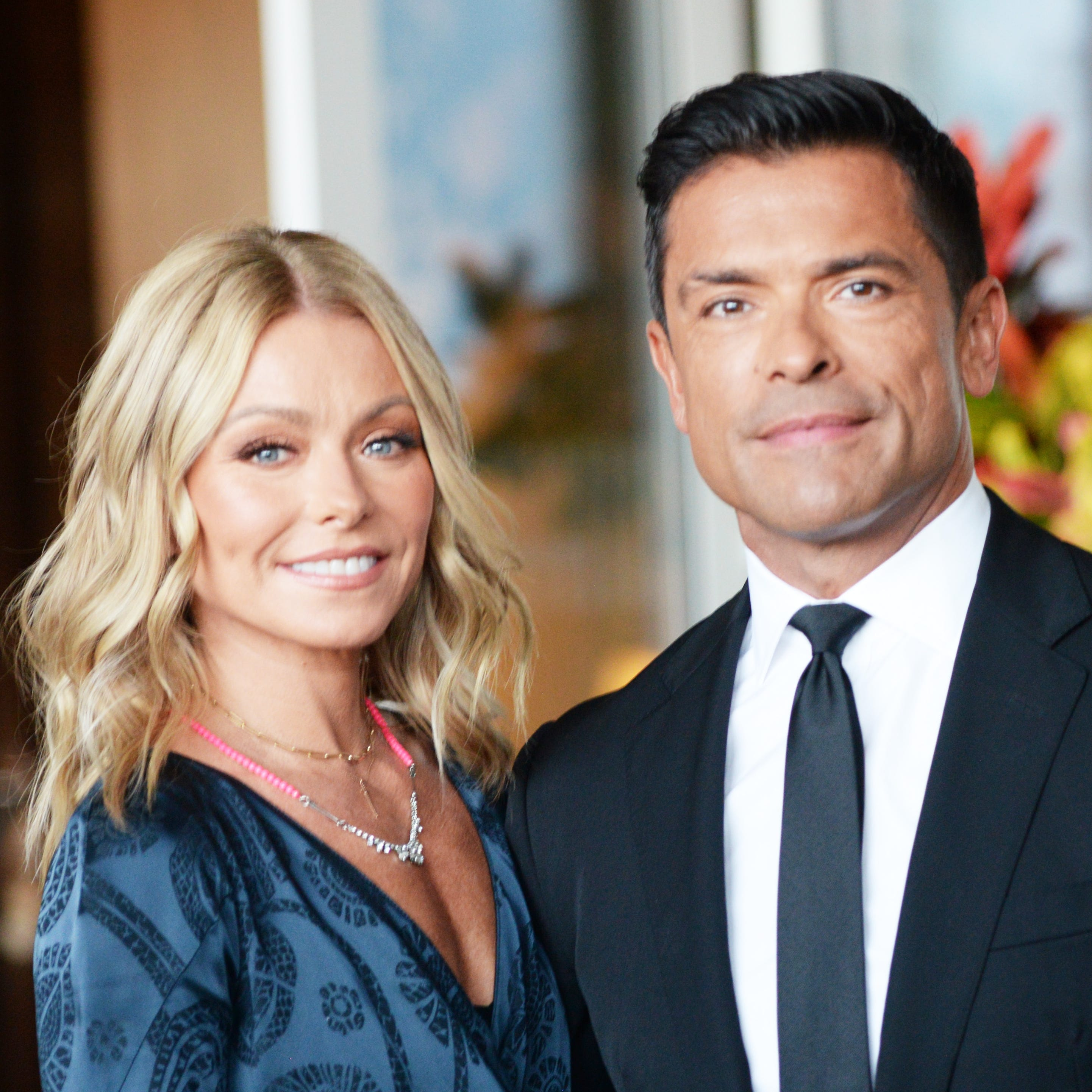 You've heard of crisis actors? Well, Kelly Ripa and Mark Consuelos hired Christmas card actors.