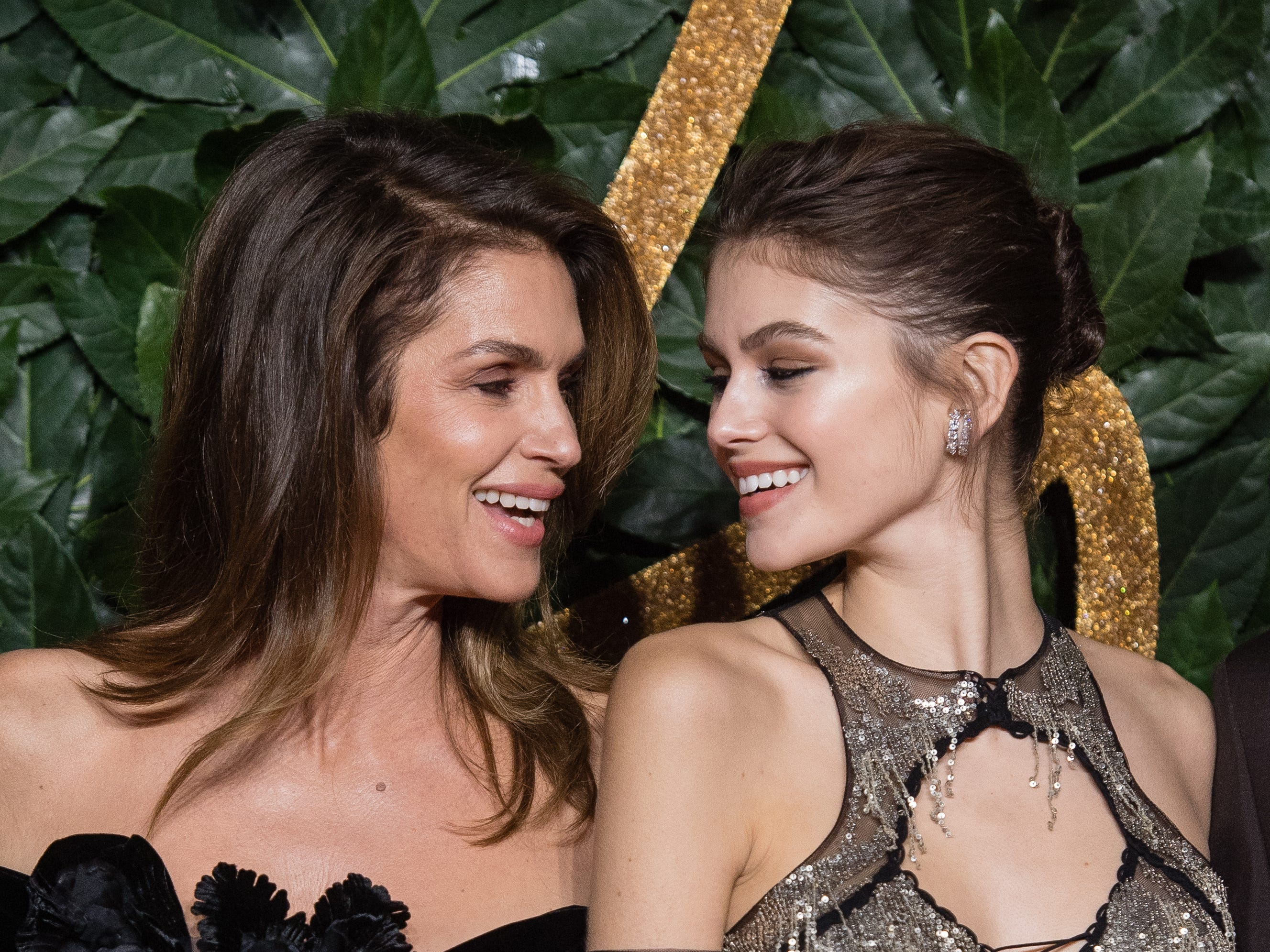 LONDON, ENGLAND - DECEMBER 10:   Cindy Crawford and Kaia Gerber arrive at The Fashion Awards 2018 In Partnership With Swarovski at Royal Albert Hall on December 10, 2018 in London, England. (Photo by Samir Hussein/Samir Hussein/WireImage) ORG XMIT: 775267791 ORIG FILE ID: 1080533084