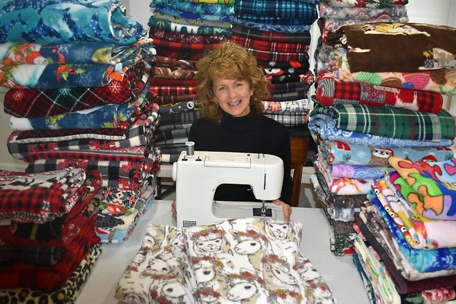 Jonna Siano donated 100 blankets to Haven of Rest Ministries with the help of community donations.