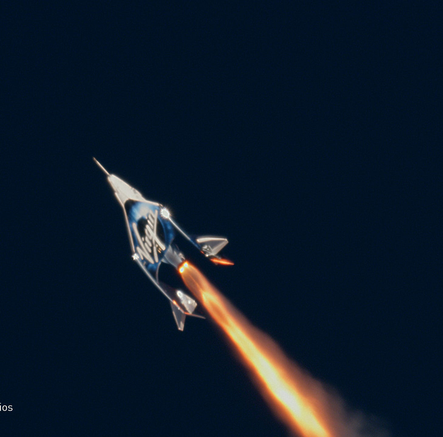 Test pilots reach space on Virgin Galactic's SpaceShipTwo