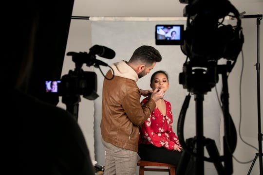 Celebrity make-up artist and native Detroiter Allan Aponte visits the Detroit Free Press to demonstrate some red carpet makeup tips Wednesday, Dec. 12, 2018. Aponte puts a lip on Detroit Free Press reporter Aleanna Siacon.