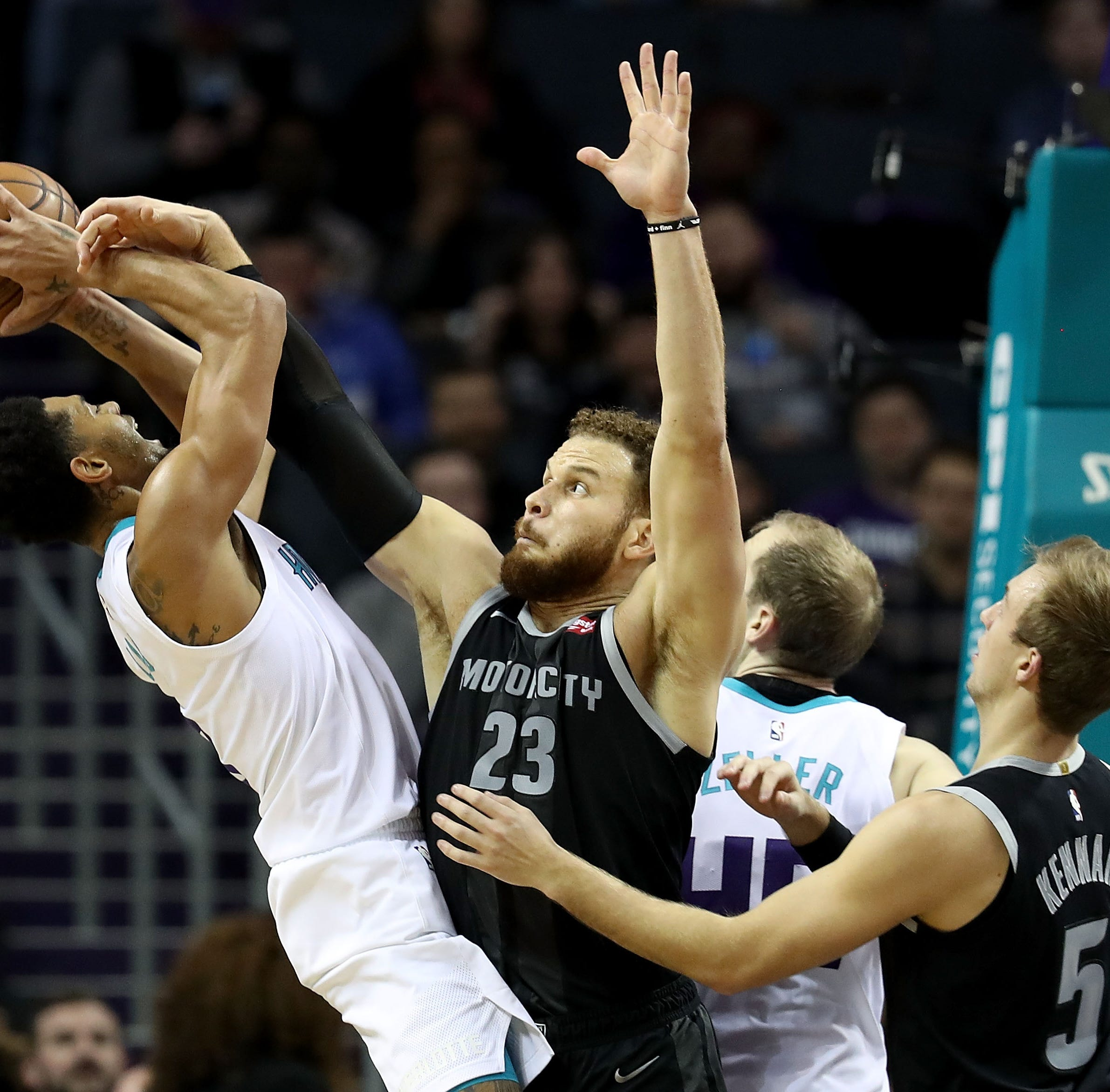 Hornets' last-second basket sends Pistons to sixth straight defeat
