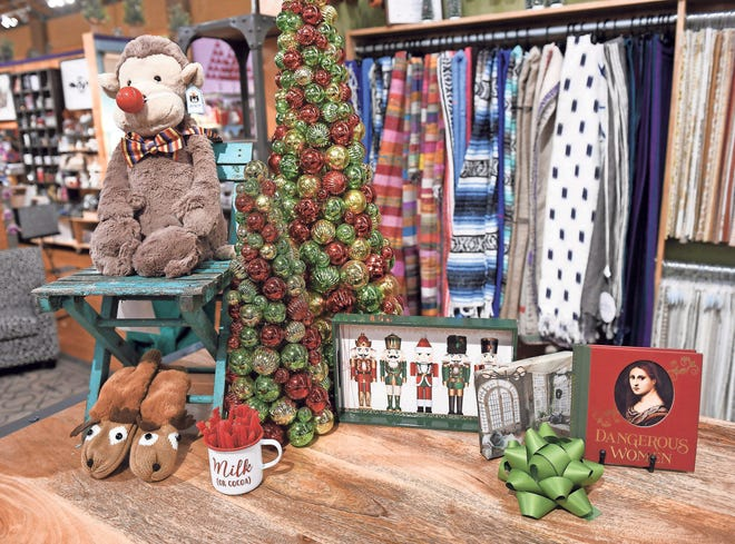 A few different holiday decorating ideas from decorator turned freelance writer Jeanine Matlow at the Home for the Holidays installment of the Detroit News Dish and Design event at Leon & Lulu in Clawson, Mich. on Dec. 5, 2018.   (Robin Buckson / The Detroit News)