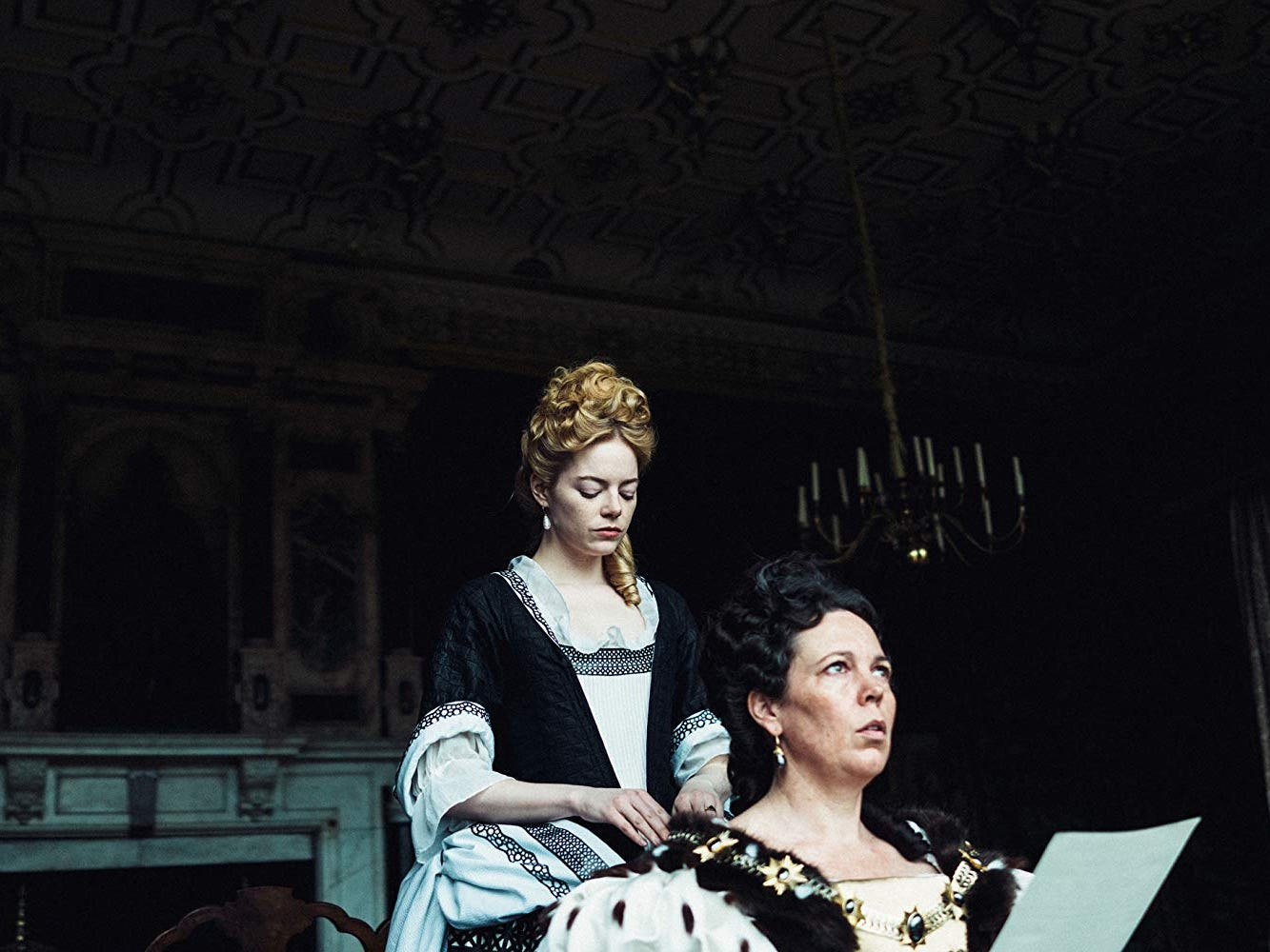 Reviews: 'The Favourite,' 'Mary Queen of Scots' take royally different paths