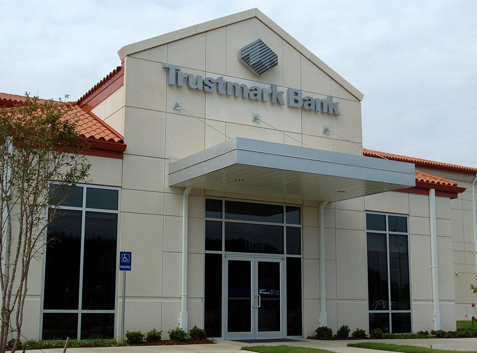 Trustmark Wants Attorneys Ousted In Overdraft Suit