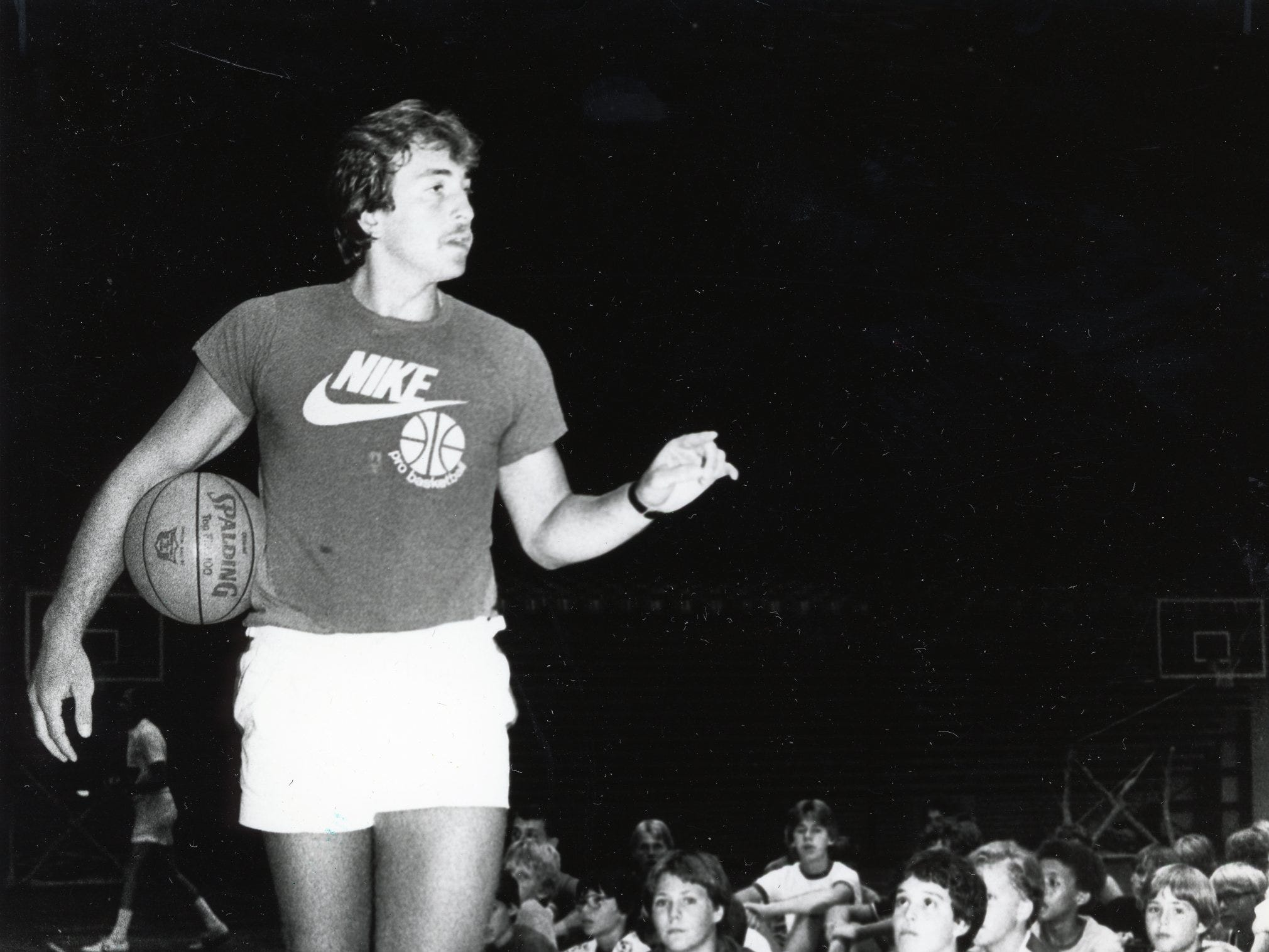 Former Vol Ernie Grunfeld talks with participants at the UT Camp of Champions, June, 1981.