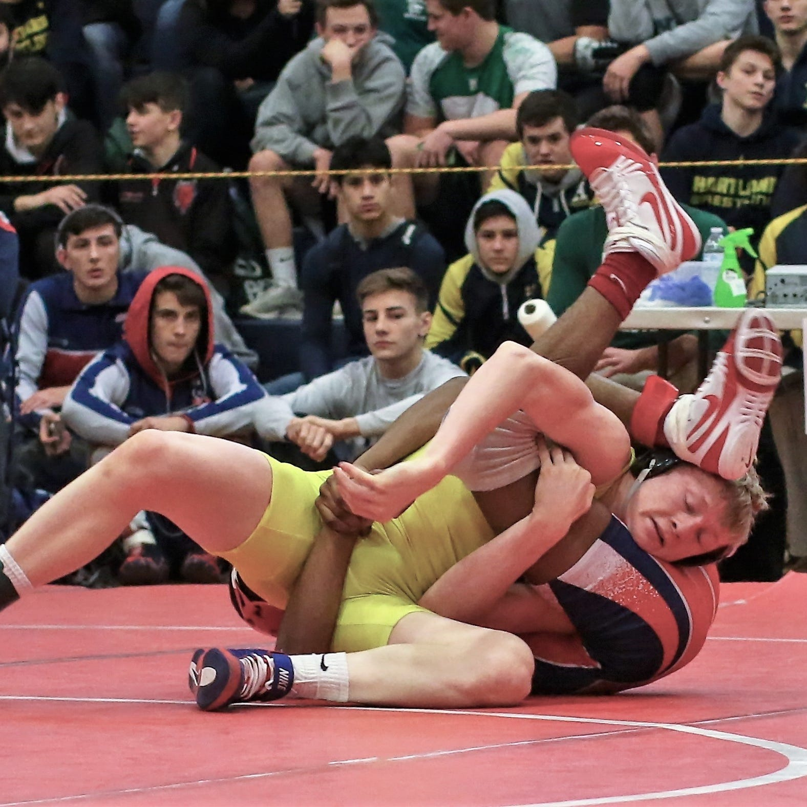 Roundup: Unlikely pins give No. 5 Hartland wrestling win over No. 4 Clarkston