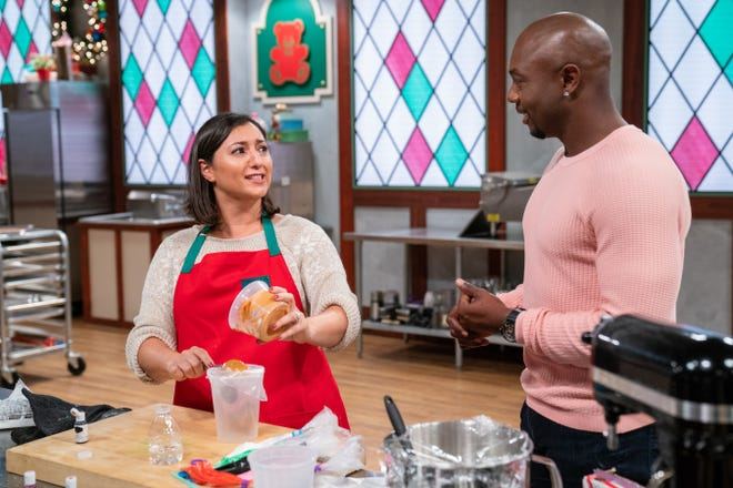 Lana Witherspoon of Hartland with  Eddie Jackson, host of Food Network's Christmas Cookie Challenge, during episode 1 of the show's second season.