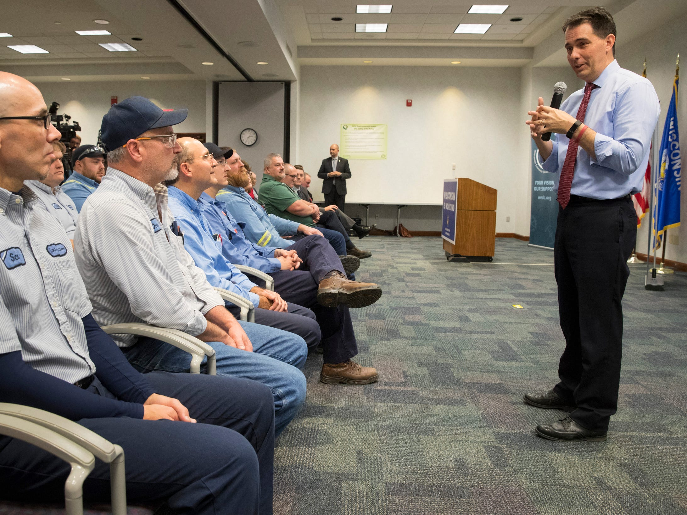 Gov. Scott Walker speaks to workers Thursday at Kimberly Clark's Cold Spring plant.