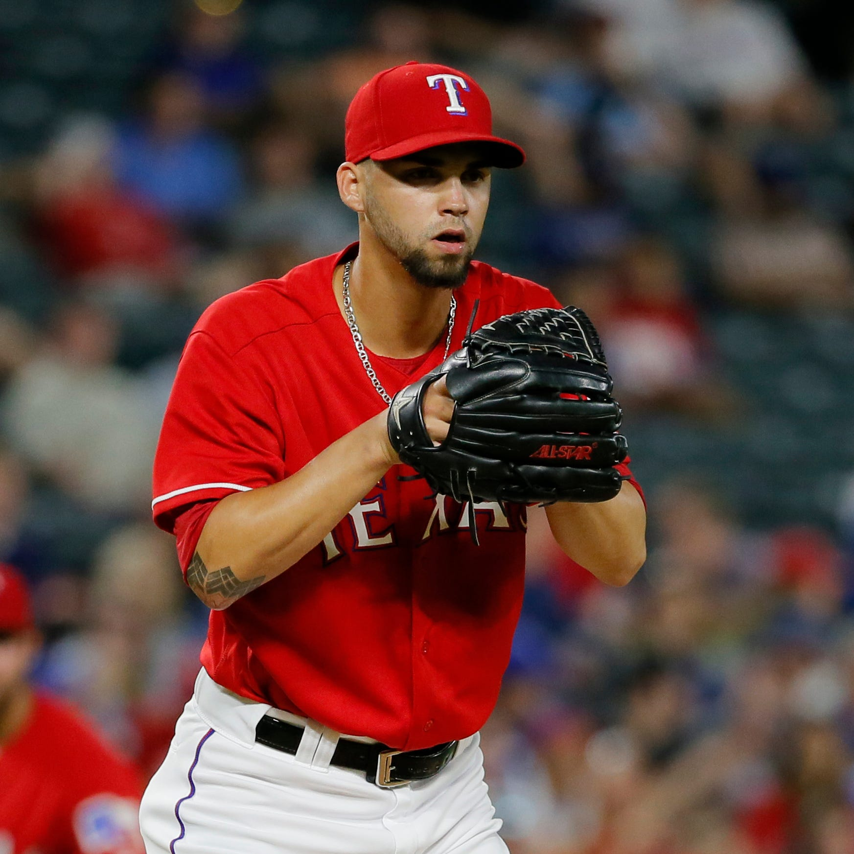 Brewers acquire left-handed reliever Alex Claudio from Texas in exchange for draft pick