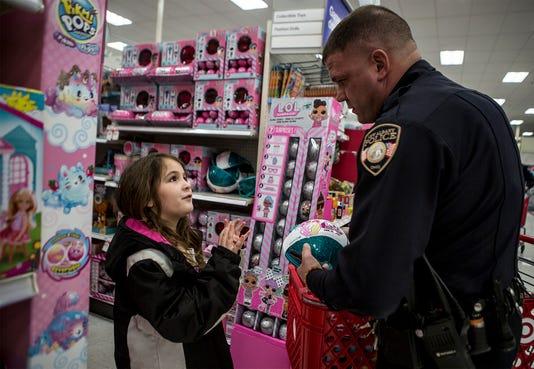 Shop With A Cop 01