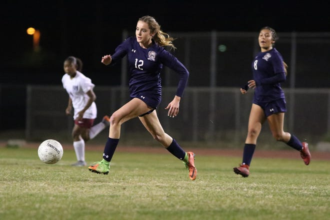 La Quinta's Bella Fakehany controls the ball during the game against Rancho Mirage in La Quinta on Wednesday, December 12, 2018. La Quinta won 4-1.