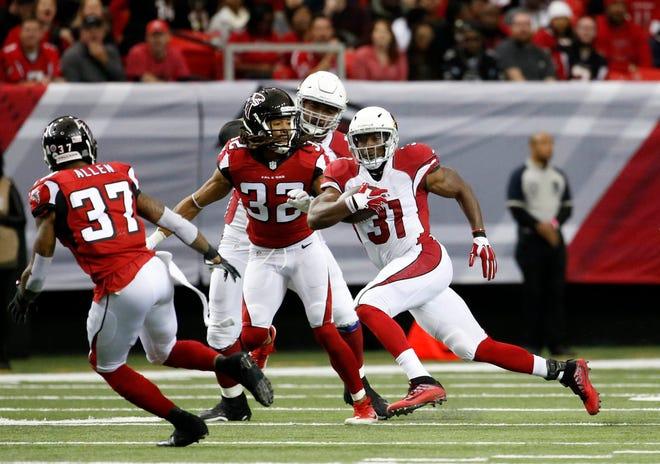 Arizona Cardinals running back David Johnson splits the Falcons defense during a 2016 game in Atlanta.