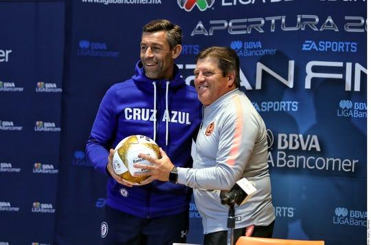 Como dos boxeadores que están a punto de retarse cara a cara, los estrategas de América y Cruz Azul le pusieron picante a su conferencia de prensa previa a la gran cita de esta noche en el Estadio Azteca.